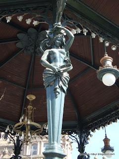 Cariátida Kiosko Plaza de Armas