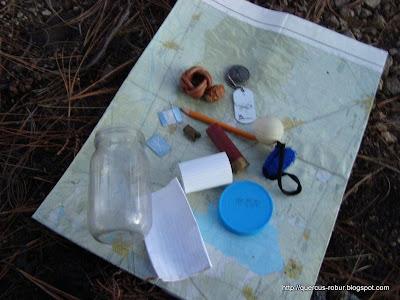 """A excepción del mapa topográfico,  objetos dejados en el geocache """"Picachos I"""""""