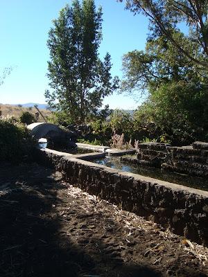 Atarjea o Pilas con agua camino a Cerro Viejo