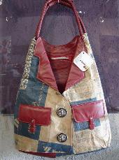 f987c5f98 Vale citar a iniciativa de sucesso do estilista mineiro Rogério Lima, que  lançou uma coleção, que vai de maxibolsas à carteiras, todas feitas de  sacos de ...