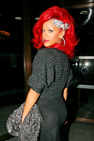 Excellent Rihanna Paints The Town Red Zzmmrpdjva L Hairstyles For Men Maxibearus