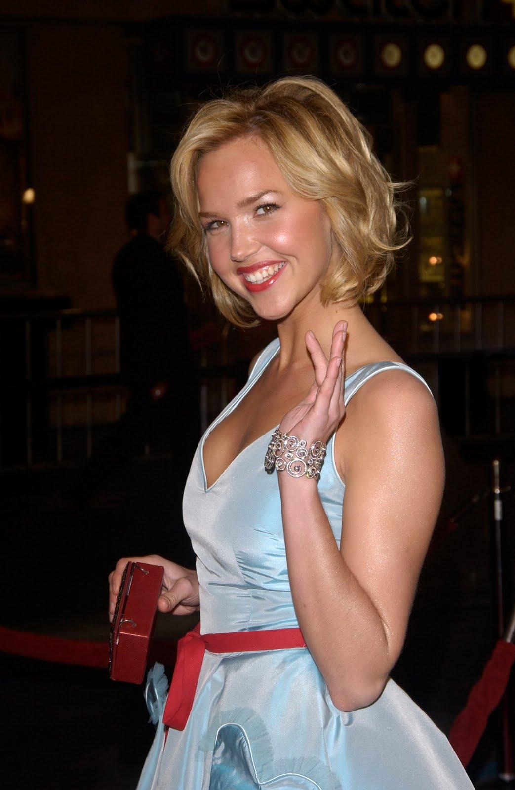 Hollywood Actresses Arielle Kebbel-2217