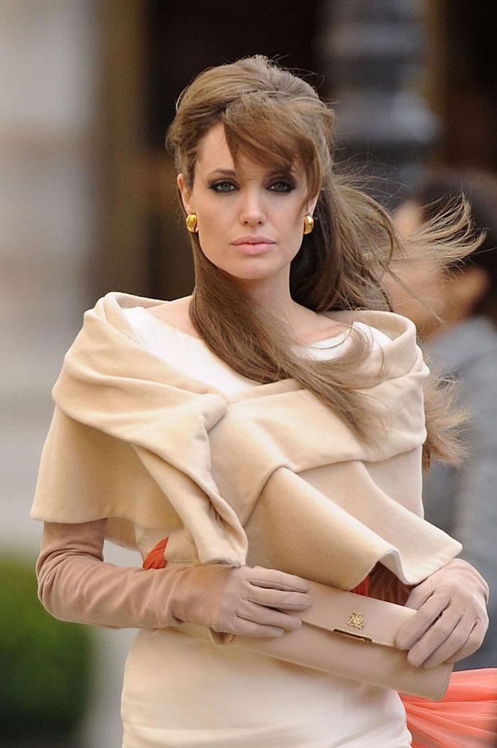 Angelina Jolie Look Using All Drugstore Makeup: SANJIT WORLD: Angelina Jolie In The Tourist Movie