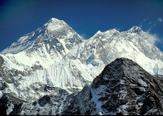 Encara que no l'haguessin descobert, l'Everest era la muntanya més alta.
