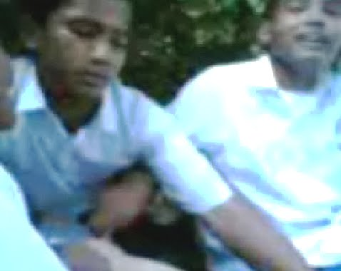 Malay budak sekolah main dlm jamban pancut dalam - 1 6