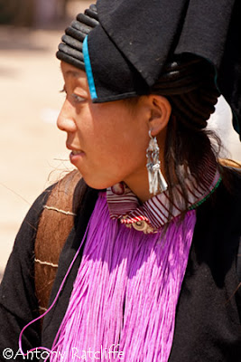 yao indigenous woman at laomeng market