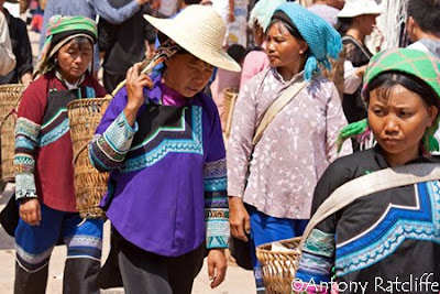 hani tribal women at laomeng market
