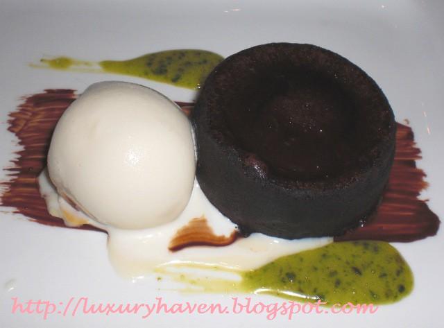 goodwood park gordon grill warm chocolate dessert