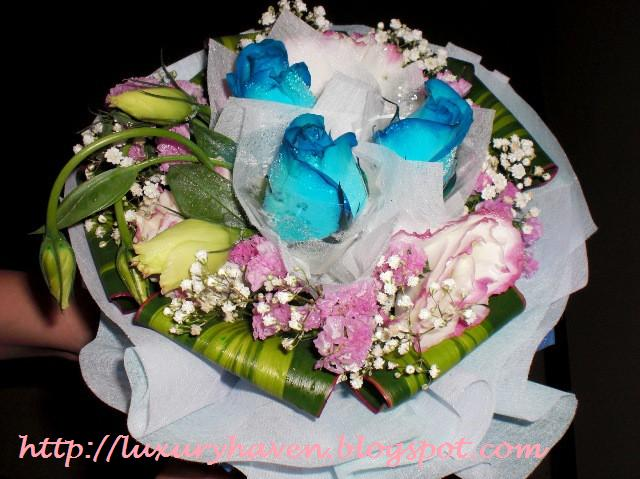 wedding anniversary blue roses bouquet