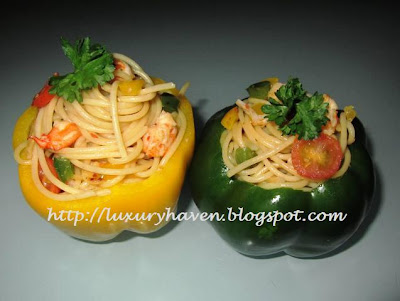 beautiful christmas wafu spaghetti in capsicum cups
