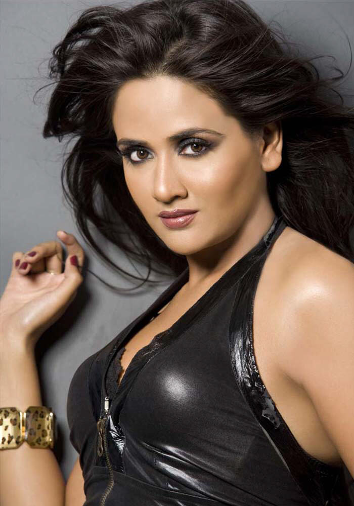 Trisha Hd Cute Wallpapers Parul Yadav Hot And Spicy Pics