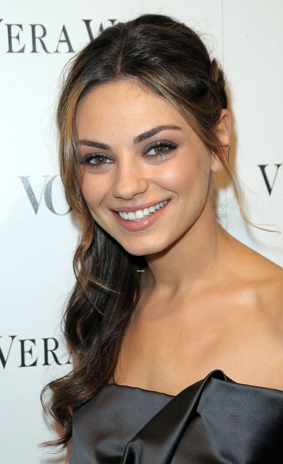 Wallpaper World: Mila Kunis is Beautiful and Sexy Hollywood Actress