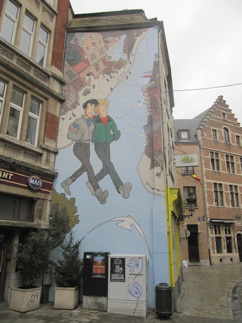 Mural Frank Pé – Broussaille Inaugurado en septiembre de 1999. Se encuentra en la Rue du marché au Charbon