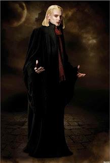 Jamie Campbell-Bower als Caius
