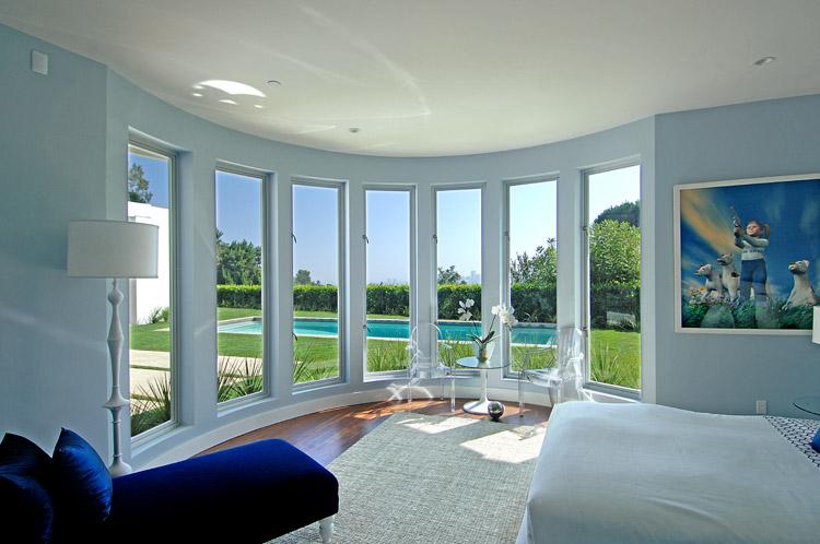 COCOCOZY: September 2009 - Royal Blue Bedroom Desins