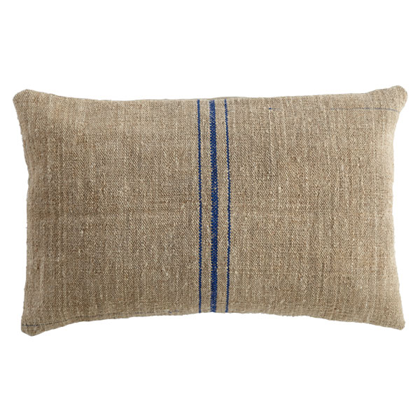 DESIGN ON SALE DAILY: FEED SACK PILLOWS!