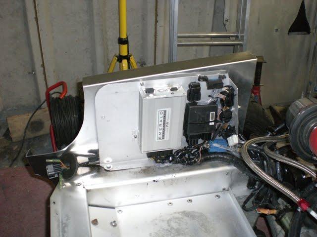 Elise Trophy S1 Car Build: 30 July 10        Installing the