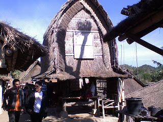 Bali atau Lombok