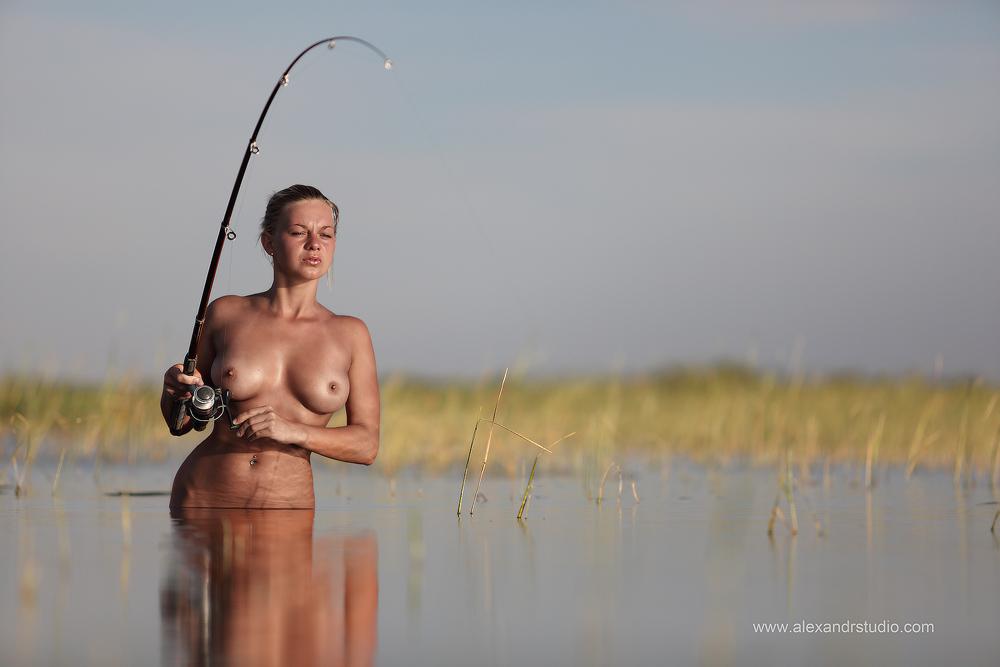 erotika-podvodnaya-ohota-foto-porno-kartinki-siskastih-dam