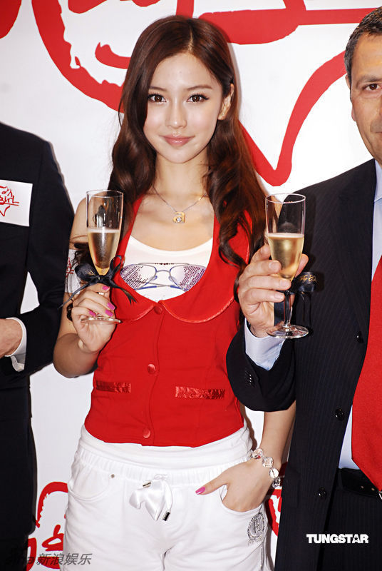 Roast Pork Sliced From A Rusty Cleaver: Angelababy