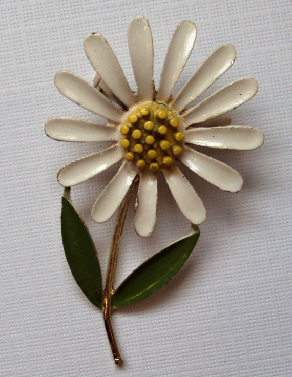 Fun Retro White Daisy Flower Enamel Brooch Pin