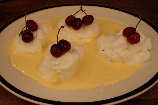 iles flottantes Floating in creme anglaise