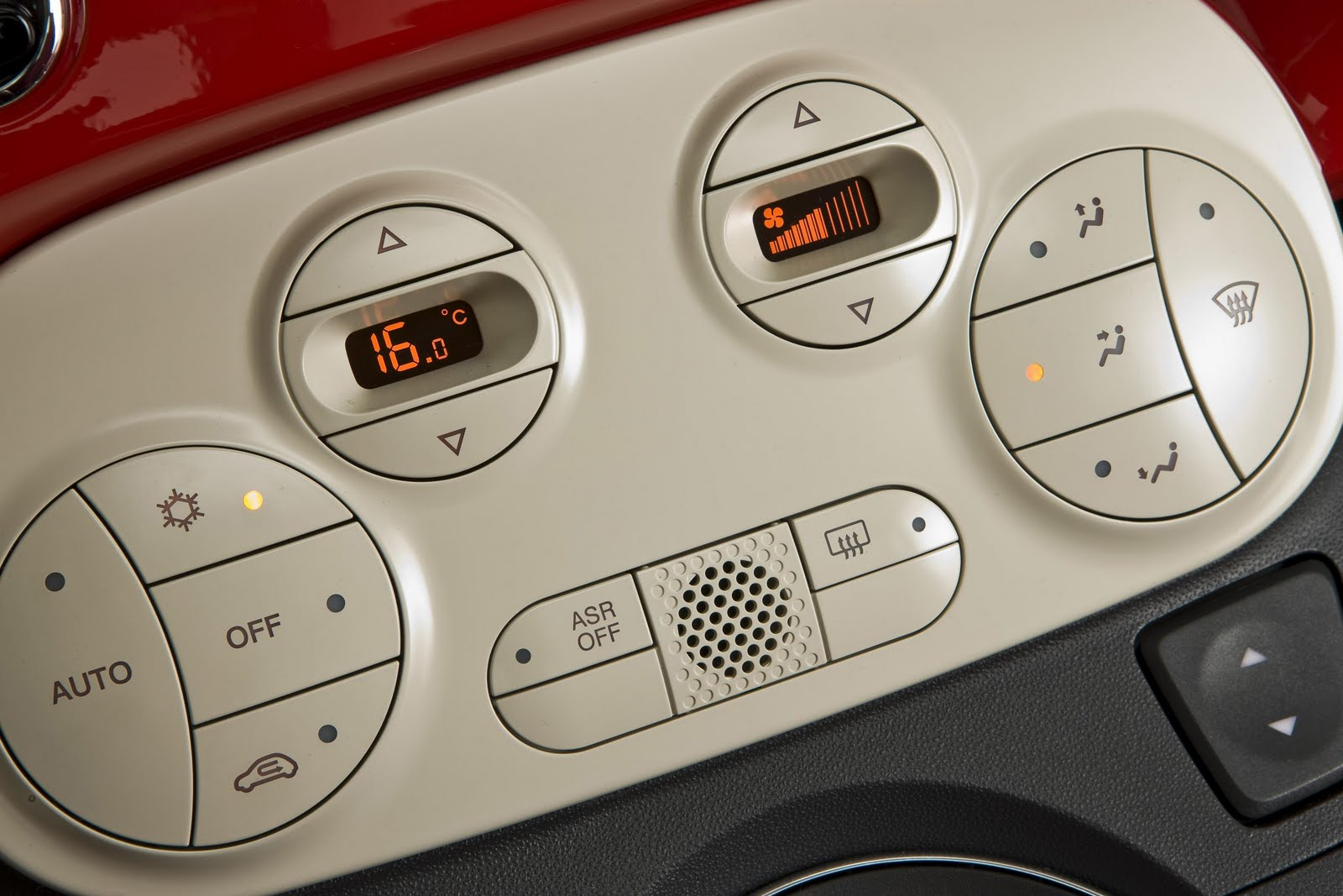 Inside the Fiat 500: Automatic Climate Control