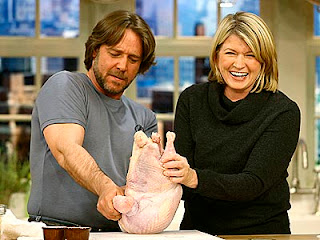 Martha Stewart cooking turkey with Russell Crowe
