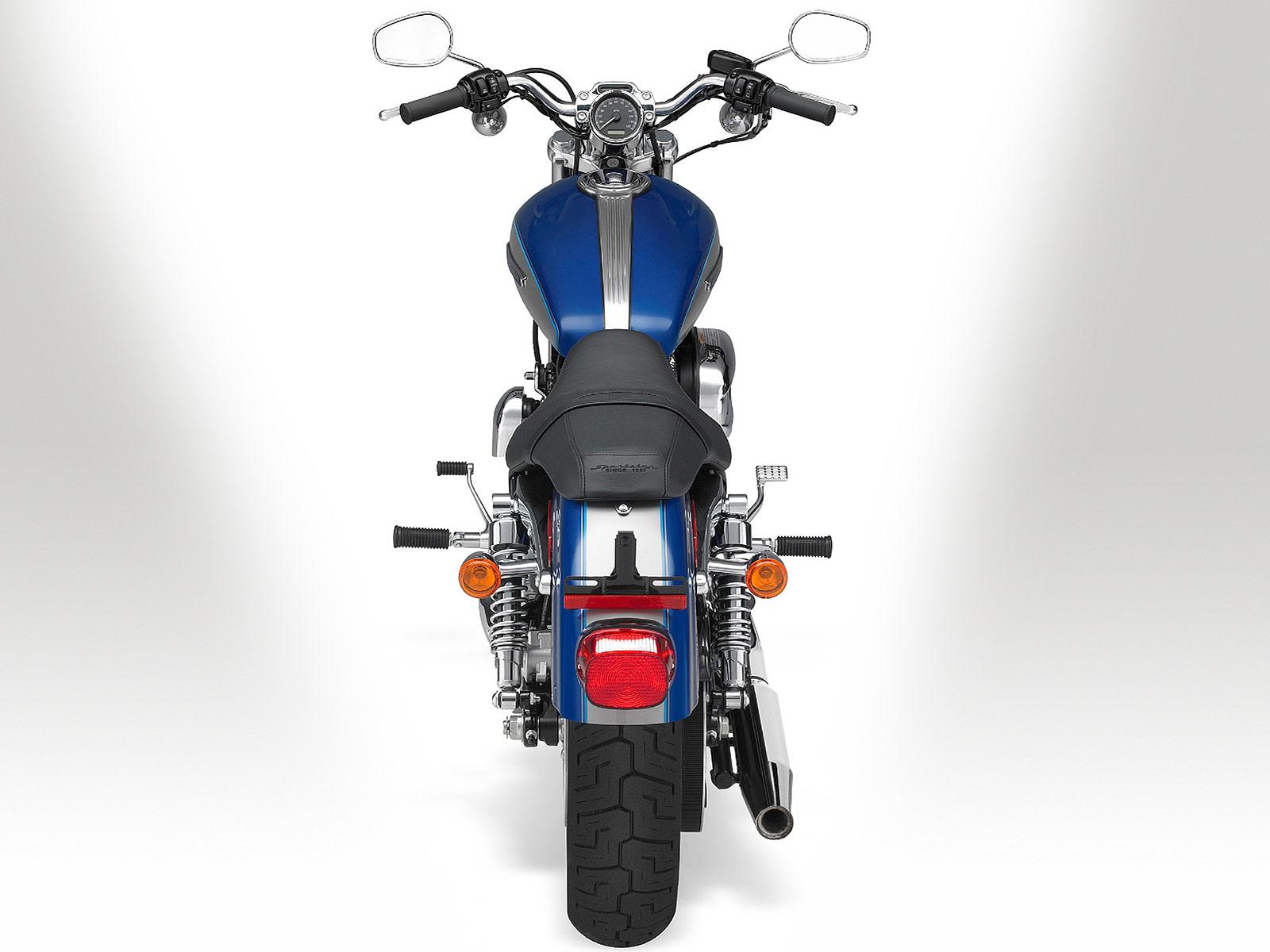 Harley Davidson: 2010 Harley-Davidson XL1200C Sportster 1200 Custom