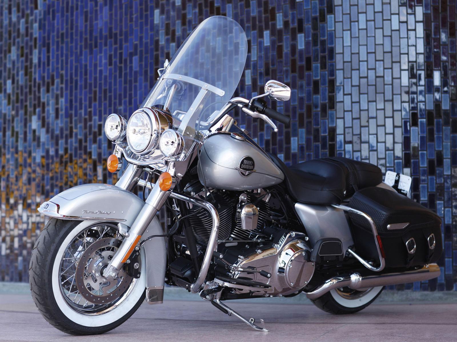 Harley Davidson: Harleydavidson FLHRC Road King Classic (2010