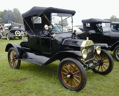 Ford T 1915 – duas portas.