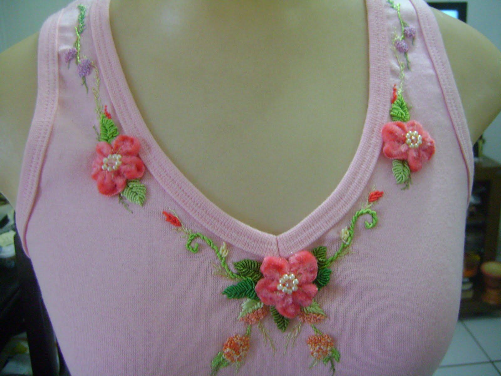 2363691685 Artesanato Graça  blusa bordada com fita de veludo.