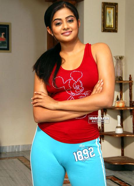 Sinhala movie hot aunty boobs press and suck - 1 7