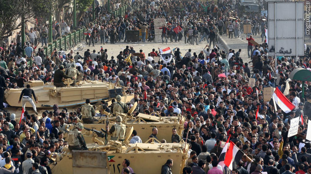 Egypt crisis: Protesters, president's supporters continue