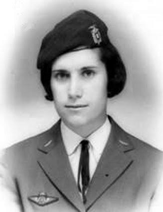Guiné 63 74 - P6487  As Nossas Queridas Enfermeiras Pára-quedistas (14)  As  primeiras mulheres portuguesas equiparadas a militares (2)  Maria Arminda  (Rosa ... e58d883e701