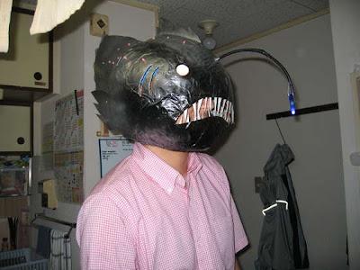 mascara [HUMOR] Passe ridículo pagando muito pouco! (by Gizmodo)