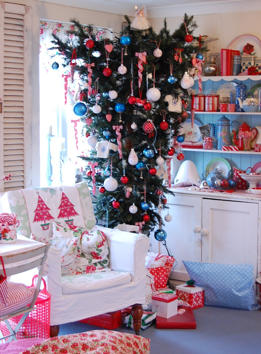 Upside Down Christmas Tree Decorating Ideas.The Eccentric Upside Down Christmas Tree Pt 2 Home