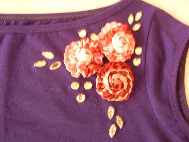 Blusa Bordada Con Una Flor De Liston
