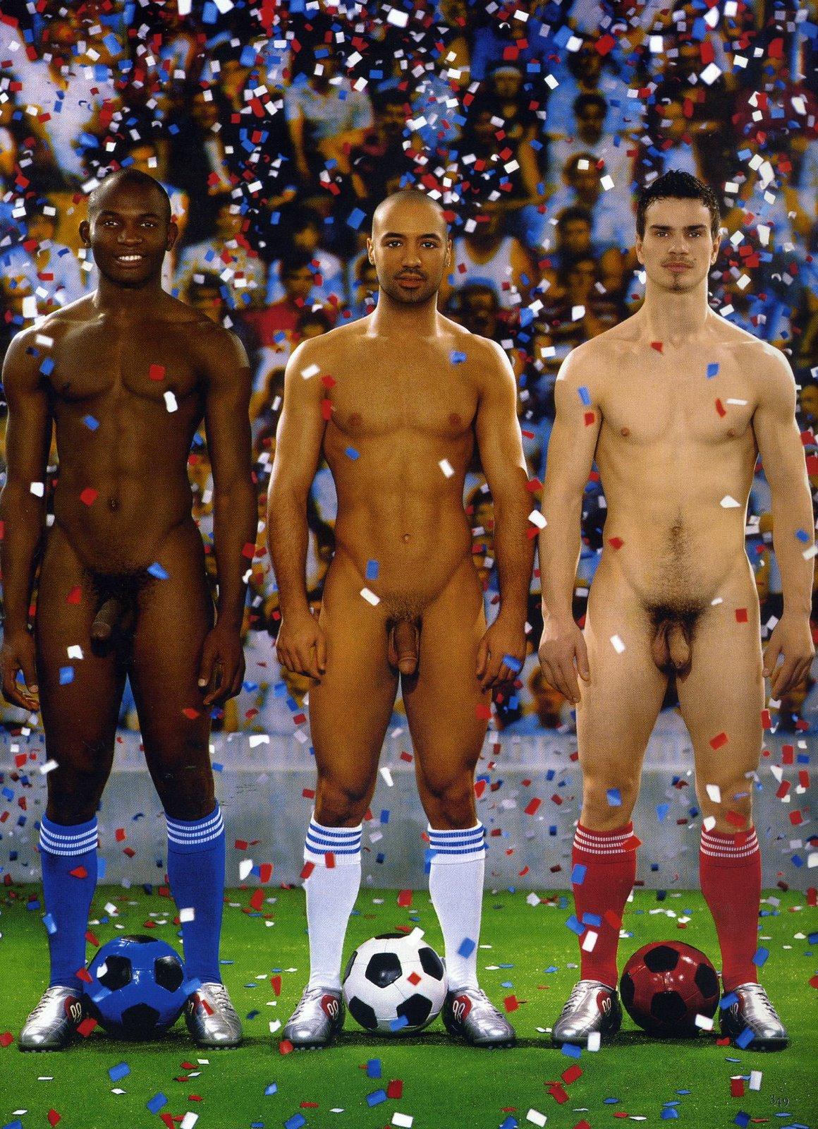 Голые Парни Играют В Футбол Торрент Скачать