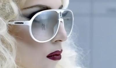 23037f8654 Carrera una de las marcas más prestigiosas del mundo en gafas de sol y  ópticas, participa con sus gafas de sol modelo Champion en el último vídeo  musical de ...