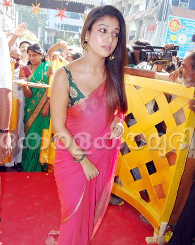 World Actress Hot Nayanthara Back Without Dress-5337