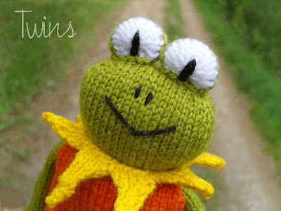Twins Knitting Pattern MiniShop: Miss Knitted Frog - knitting pattern (i...