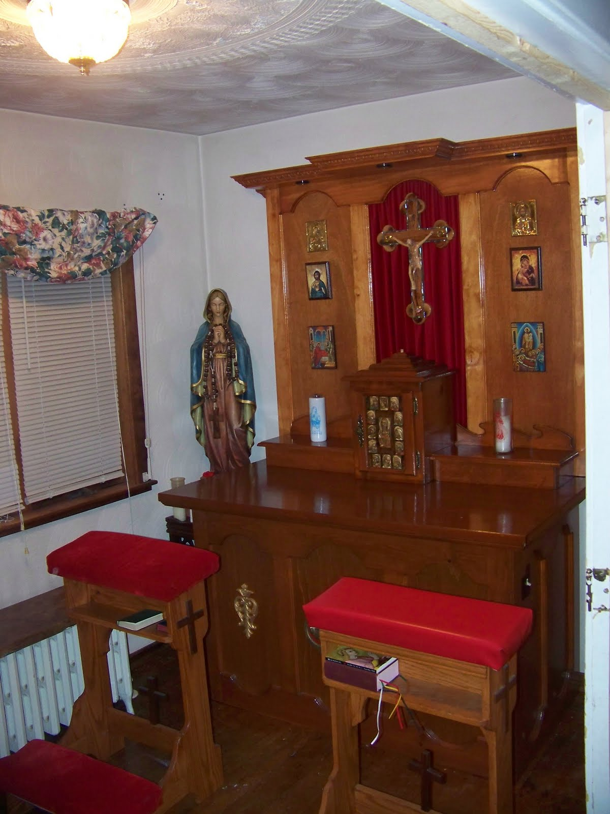 Prayer Room Design Ideas: Decorating A Catholic Prayer Room