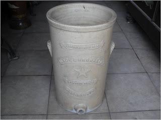 Keramik tempat minum