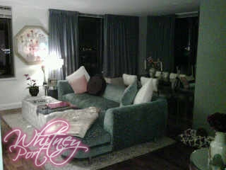 Whitney Clearly Hasn T Shaken Her L A Roots But She Has Incorporated Some Good Ol New York Luxury To E The Velvet Couch Is
