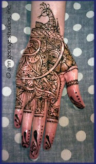 henna tattoo peacock pattern for the palm