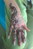 henna tattoo  on back of hand henna pattern