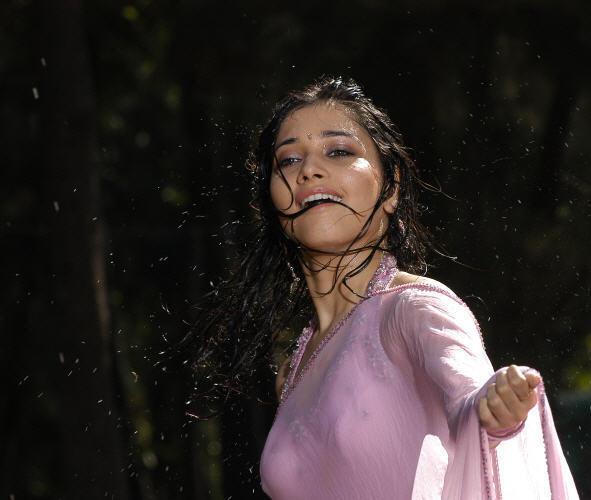 Tamanna Bhatia Photos: Tamanna Wet In Saree