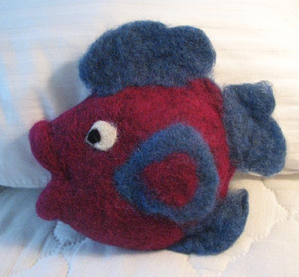 Stitching 'n' Knitting: Different Felted Fish