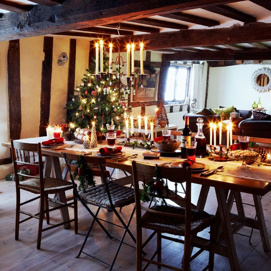 Dining Room Christmas Decorations: Modern Country Style: A Relaxed Modern Country Christmas